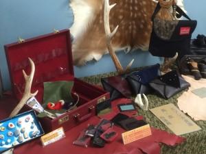 角や革の加工品
