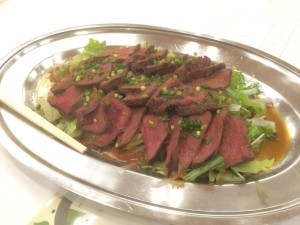 エゾシカ肉のロースト サラダ仕立て